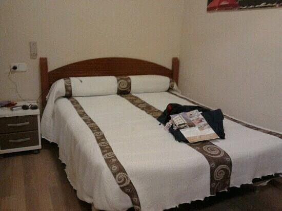 Hostal Barcelona: Esta fue nuestra habitacion.La 103