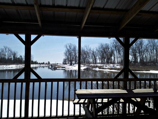 Sandbanks Bar & Grill: View to the Water
