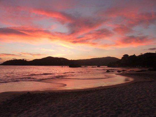 Catalina Beach Resort: Sunset from the beach!