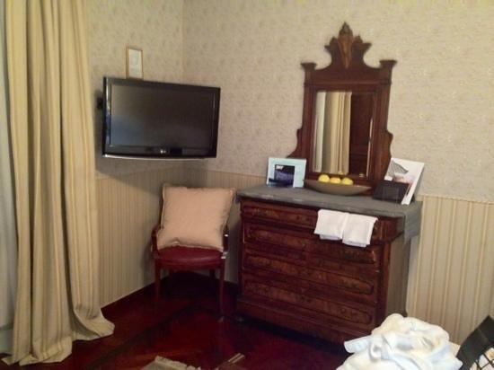 Hotel Villa Beccaris: l'angolo salottiero nella camera 104