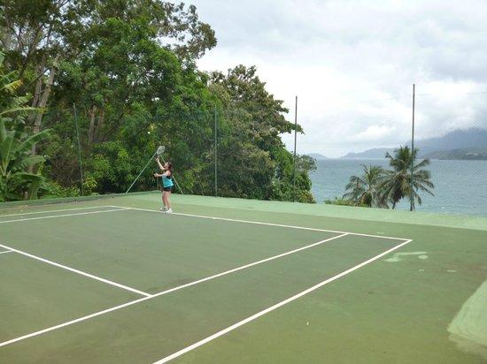 Pousada Ananas: Quadra de Tênis e vista para o mar