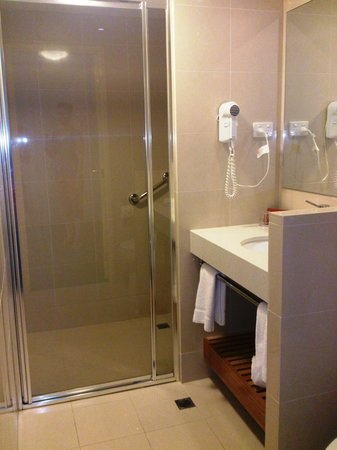 Ibis Styles Melbourne, The Victoria Hotel: Newly renovated bathroom