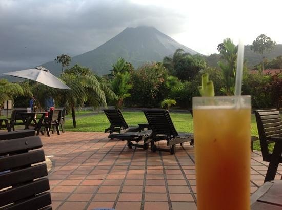 Volcano Lodge & Springs : Happy Hour at Volcano Lodge!
