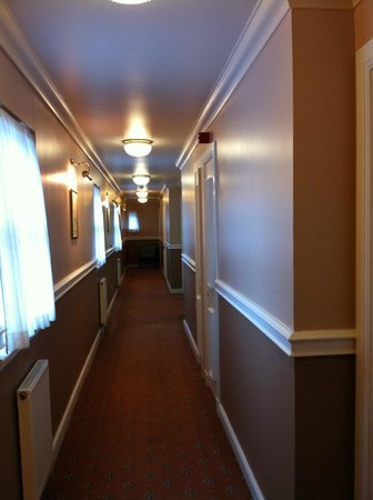 Dryburgh Abbey Hotel: typical corridor very clean