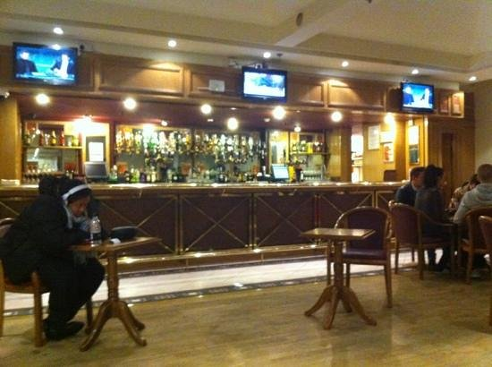 Royal National Hotel: bar