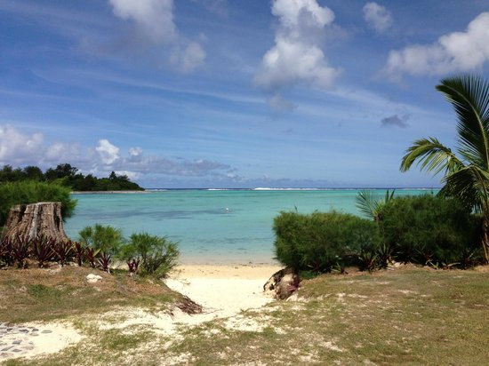 Pacific Resort Rarotonga: Our track to the beach