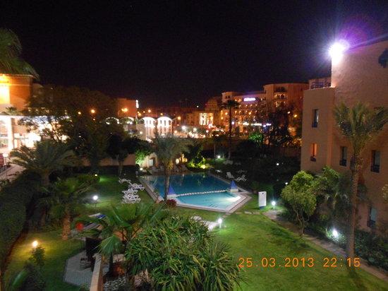 Ibis Marrakech Centre Gare: vue de la chambre 228 sur la piscine