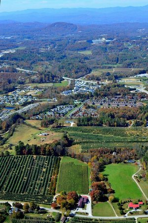 Saint Paul Mountain Vineyards: Aerial view of vieyard and surrounding area.