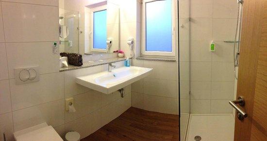 BEST WESTERN PLUS iO-Hotel Frankfurt/Eschborn: Nice bath
