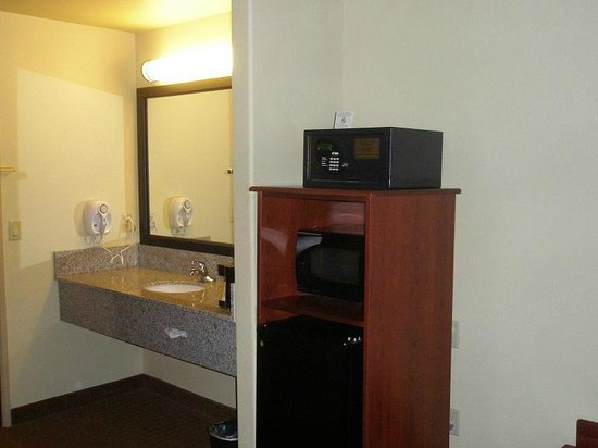 Sleep Inn & Suites: Safe, microwave, fridge, sink