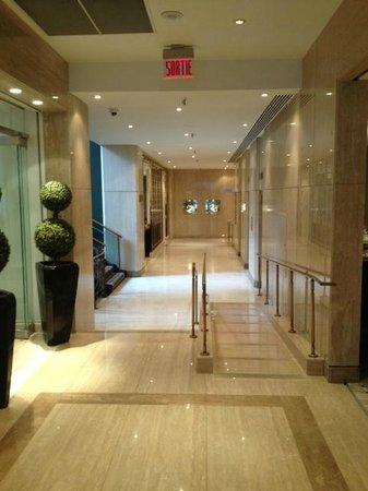 Hotel Omni Mont-Royal: Hallway