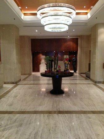 Hotel Omni Mont-Royal: Reception area