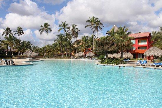 Tropical Princess Beach Resort & Spa: Una de las piscinas