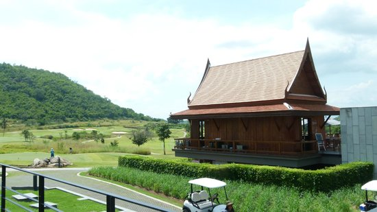 Banyan Golf Club: Mulligans Pub