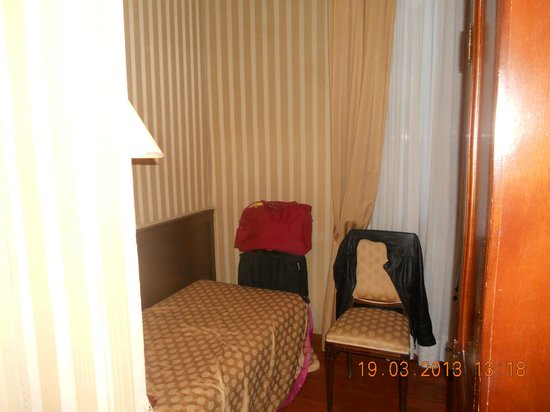 Hotel La Forcola: Tiny Room