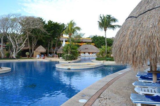 Iberostar Quetzal Playacar: zona de piletas