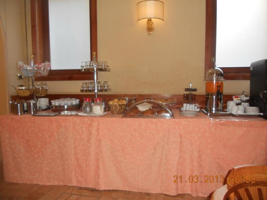 Hotel La Forcola: This is your comolete breakfast lay out