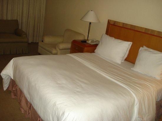 InterContinental Tamanaco Caracas: La cama, queen size