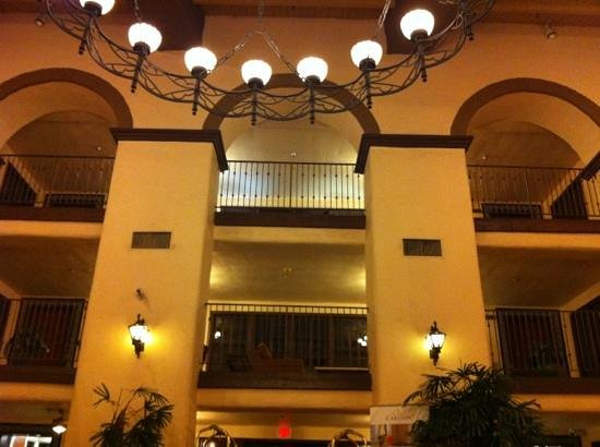 Radisson Suites Hotel Anaheim - Buena Park: Lobby area