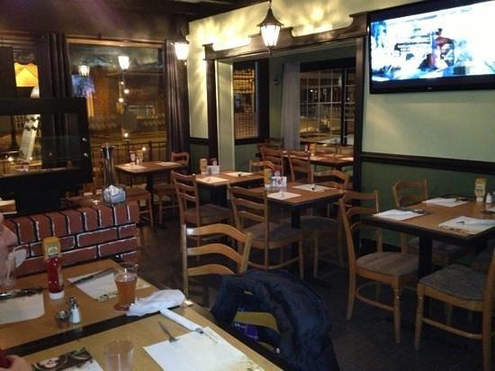 Quaint restaurant separated from the bar picture of grillade noir et blanc - Bar piano blanc et noir ...