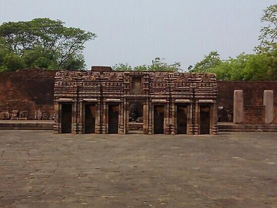Ratnagiri Buddhist Excavation: excellent stone carvings at ratnagiri