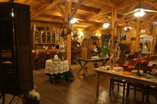 French Broad Outpost Ranch: The dining area