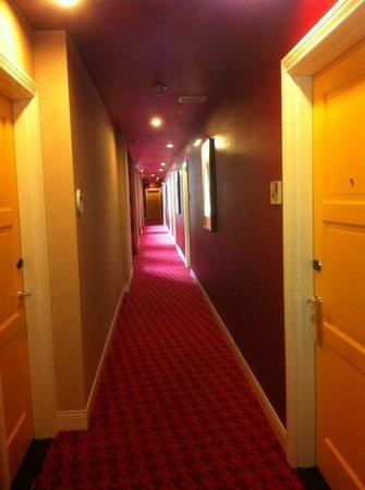 Hotel Monaco Philadelphia, a Kimpton Hotel: Hallway