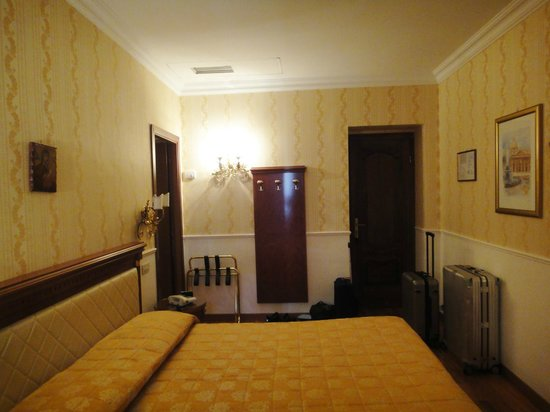Genio Hotel: A double bedroom
