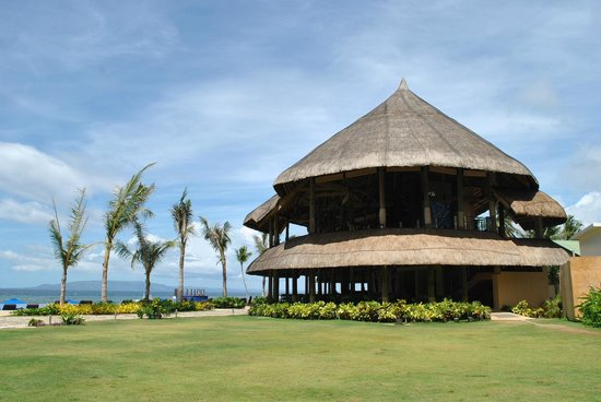The Bellevue Resort Bohol: the Cabana bar and restaurant -  at night a lady singer entertains you with mellow jazz