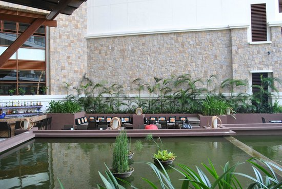 The Bellevue Resort Bohol: the sunken bar -  the cheerful bartenders will entertain you with a story or two
