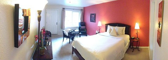 Leavenworth Village Inn: View of our room facing front door