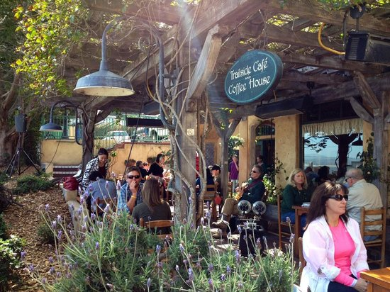 Trailside Cafe: Outdoor seating in March with live music
