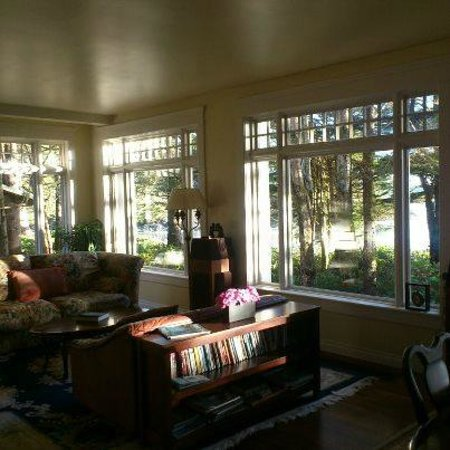 BriMar Bed and Breakfast: Living Room with a view