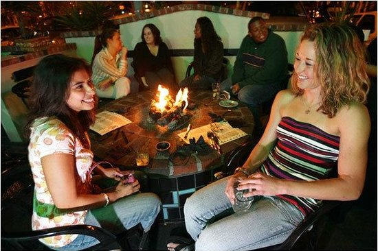 Coyote Bar & Grill: Cozy fire pits to keep you warm at night!