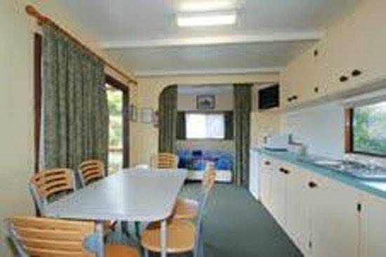 Triabunna Cabin & Caravan Park: Large Family Cabin