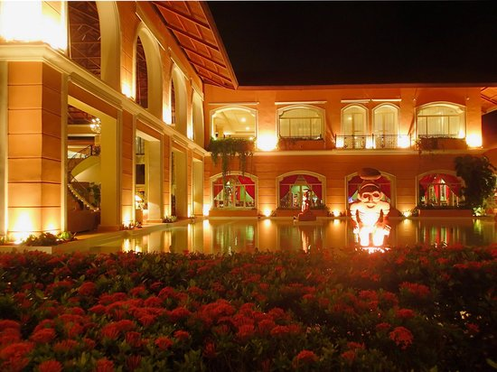Majestic Colonial Punta Cana: Reflecting Pool by Main Building