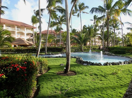 Majestic Colonial Punta Cana: Grounds and Fountain