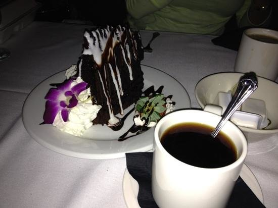 Bill's Seafood Restaurant: 5 layer chocolate deliciousness.
