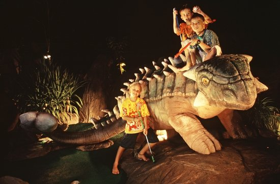 Karon, Thailand: Great fun - enjoyed seeing a T-Rex and other dinosaurs
