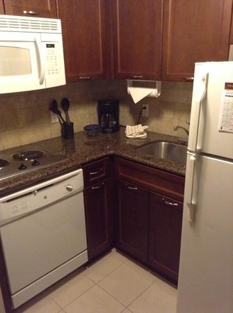 Staybridge Suites Guelph: Extended stay cook area