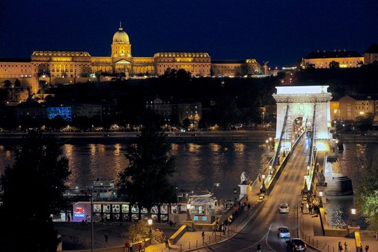 Four Seasons Hotel Gresham Palace: Danube River View