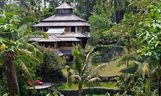 Pelangi Estate: Exterior View to the villa Pelangi