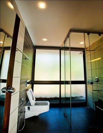 Chateau Woods: Luxury Room Bath