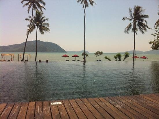 The Vijitt Resort Phuket: Infinity pool