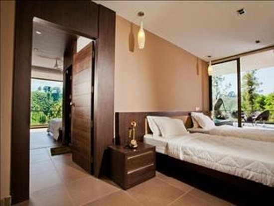 Chateau Woods: Junior Suite bedroom