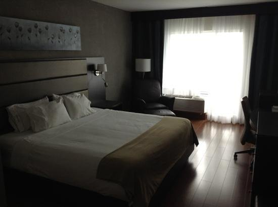Holiday Inn Express & Suites Saint-Hyacinthe: Lots of room and nice clean floors.