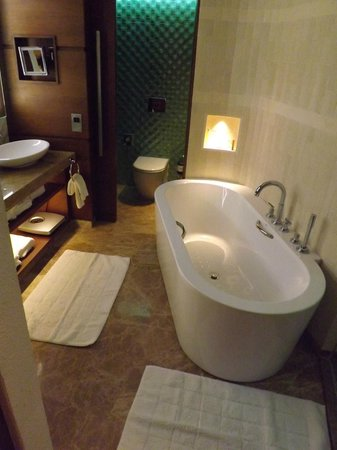 Jumeirah Beach Hotel: Bathroom...