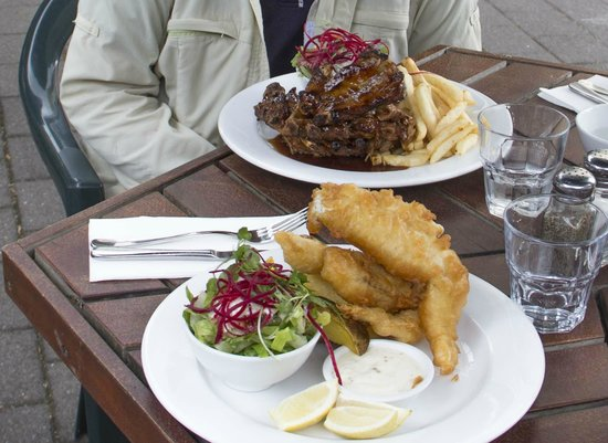 Pepper Tree Restaurant & Bar : Delicious! Pork ribs and Tempura gurnard