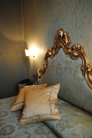 Hotel Al Ponte Mocenigo: comfortable queen size bed