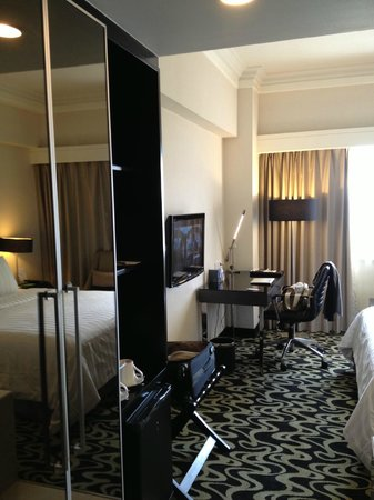 Pullman Jakarta Indonesia: View of room from entrance